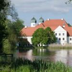 Sonntagsausflug zum Kloster Seeon mit einer Janosch Ausstellung und Biergarten stricken
